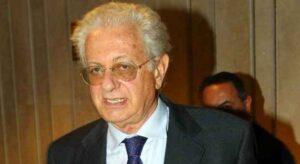 L'ex ministro dell'Istruzione: «La Azzolina può non piacere, ma va sostenuta»