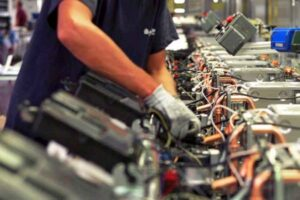 Prometeia, produzione industriale in rialzo al 20,8% a maggio