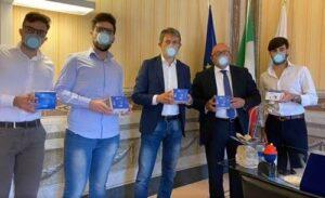 """Dalle cravatte alle mascherine, la trasformazione di """"Sartoria da Napoli"""""""