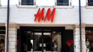 Sindacati: «2000 posti lavoro H&M a rischio, coinvolgere il MISE»