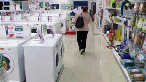 Codacons, ancora calo dei consumi, è un'ecatombe: «Il Governo intervenga»