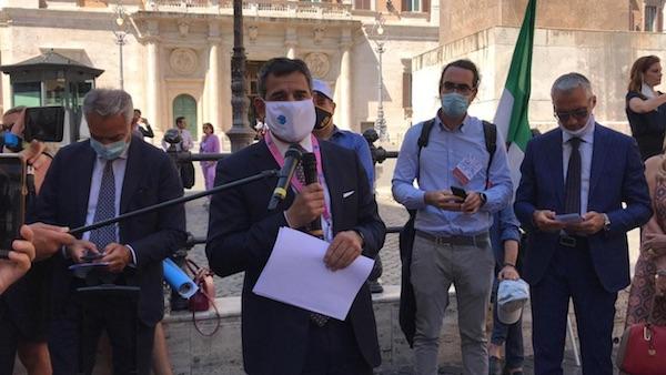 I professionisti under 40 scendono in piazza: «aiutateci o saremo spazzati via»
