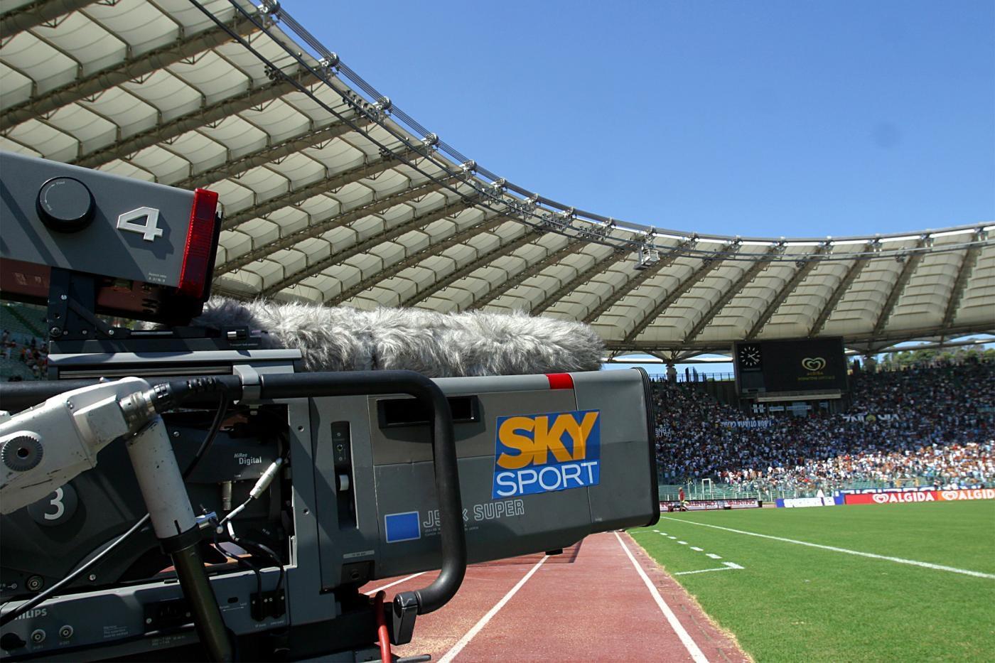 Calcio: la Lega A non stacca il segnale a Sky, ma sollecita il pagamento