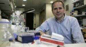 Coronavirus, Crisanti: «Il governo mi ha chiesto un piano per i tamponi, occorre passare a 300mila al giorno»