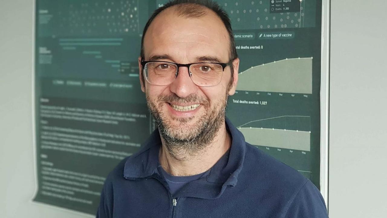 Stefano Merler (epidemiologo): «Dobbiamo superare l'80% della copertura vaccinale»