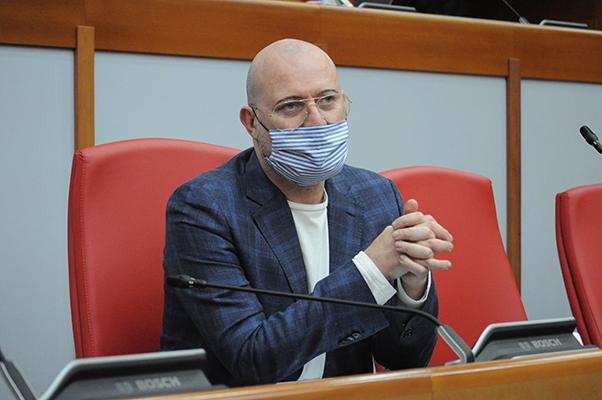 Bonaccini: «Governare un Paese non è giocare a poker»