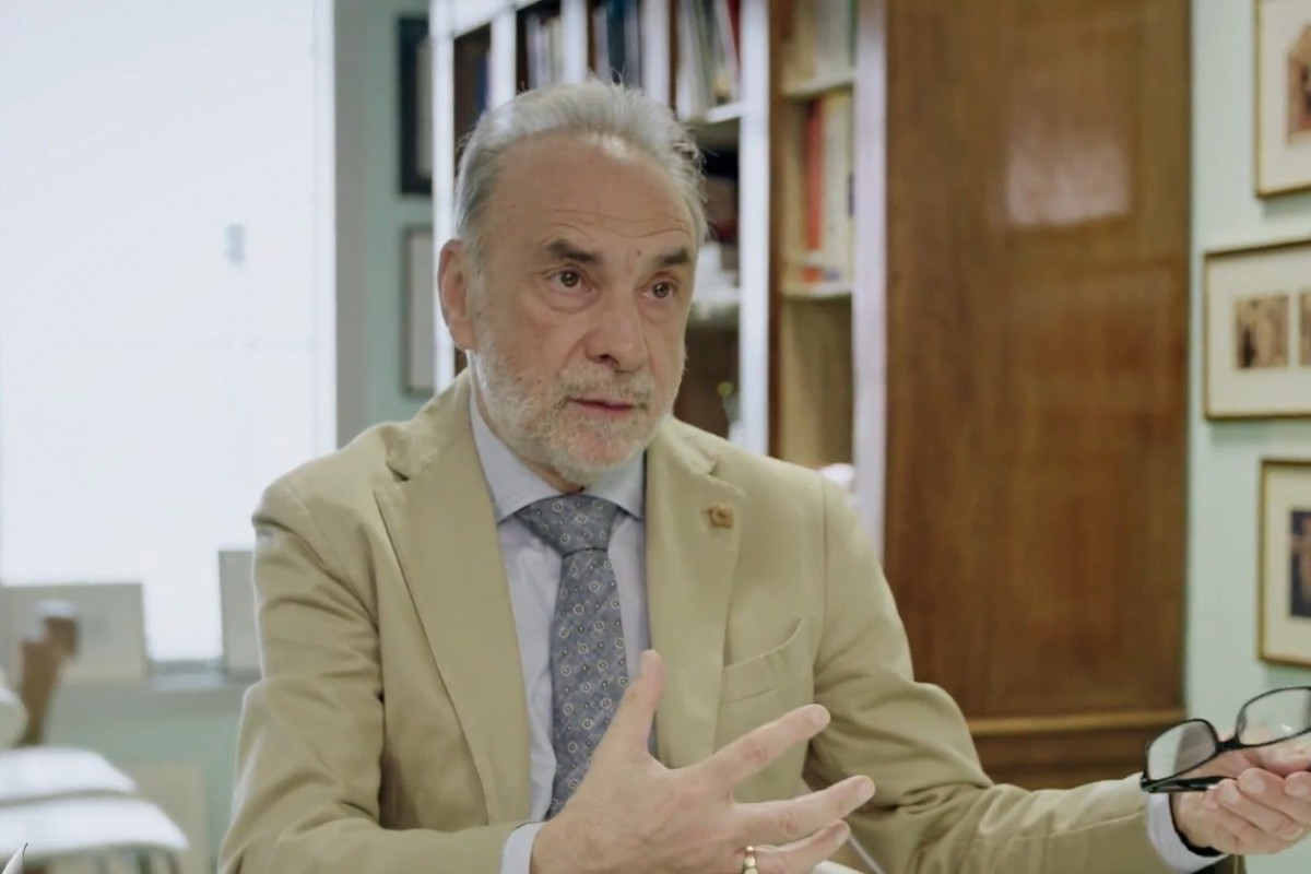 Giuseppe Remuzzi (direttore istituto Mario Negri): «Con il passaporto vaccinale possiamo convincere gli indecisi»