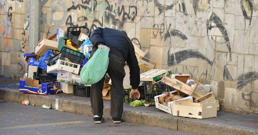 Unimpresa: «Oltre 10,4 milioni di italiani a rischio povertà»