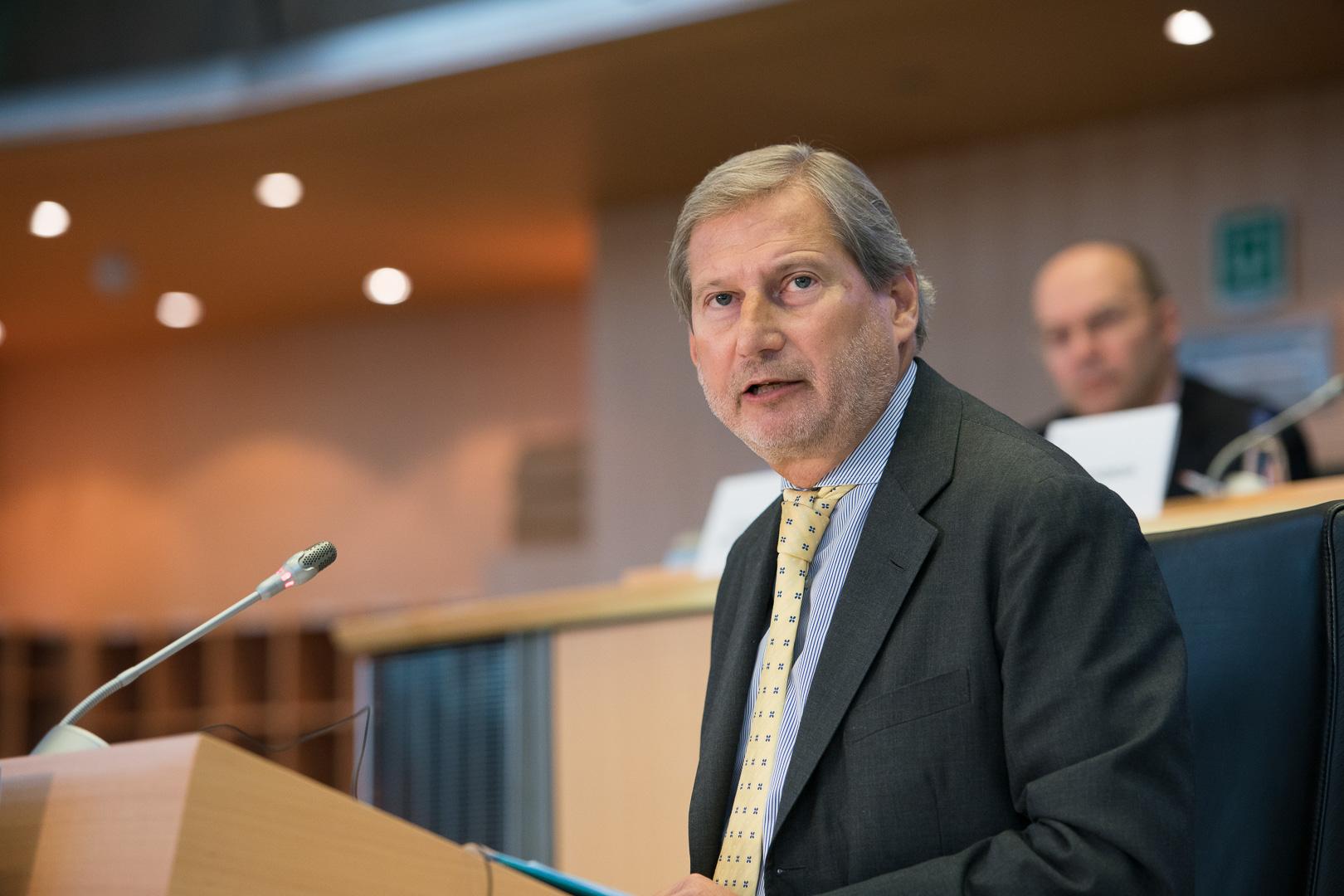 Hahn: «L'Italia risolva al più presto la crisi di governo»