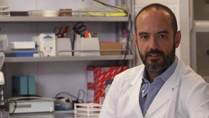 Emanuele Montomoli (docente Sanità Pubblica Università di Siena): «Effetti collaterali AstraZeneca: approfondire predisposizione alla coagulazione del sangue»