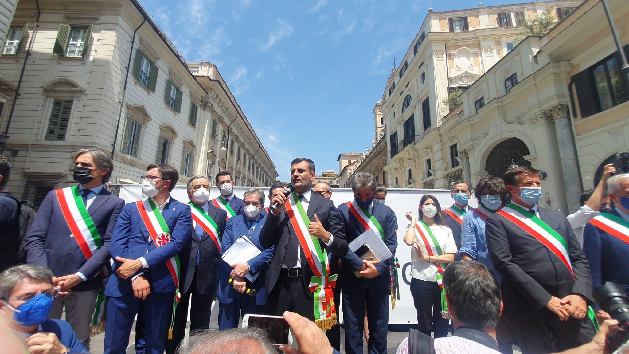 Antonio Decaro Presidente ANCI in piazza