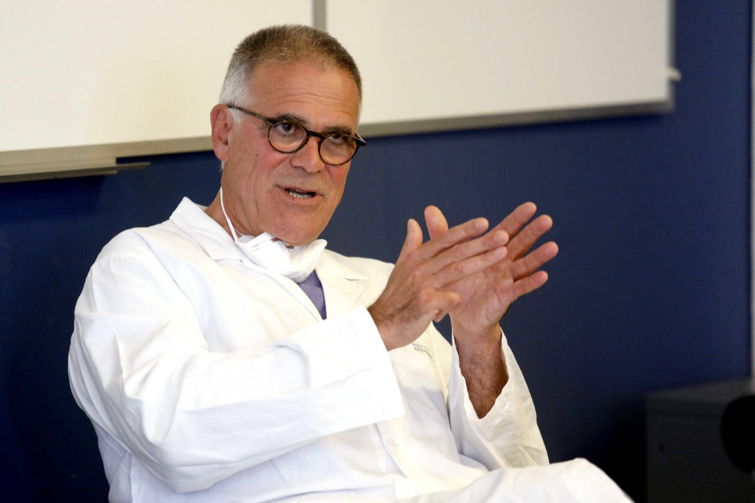 Alberto Zangrillo (direttore Anestesia e terapia intensiva San Raffaele di Milano): «Gli aggiornamenti quotidiani sul covid sono inutili e dannosi»