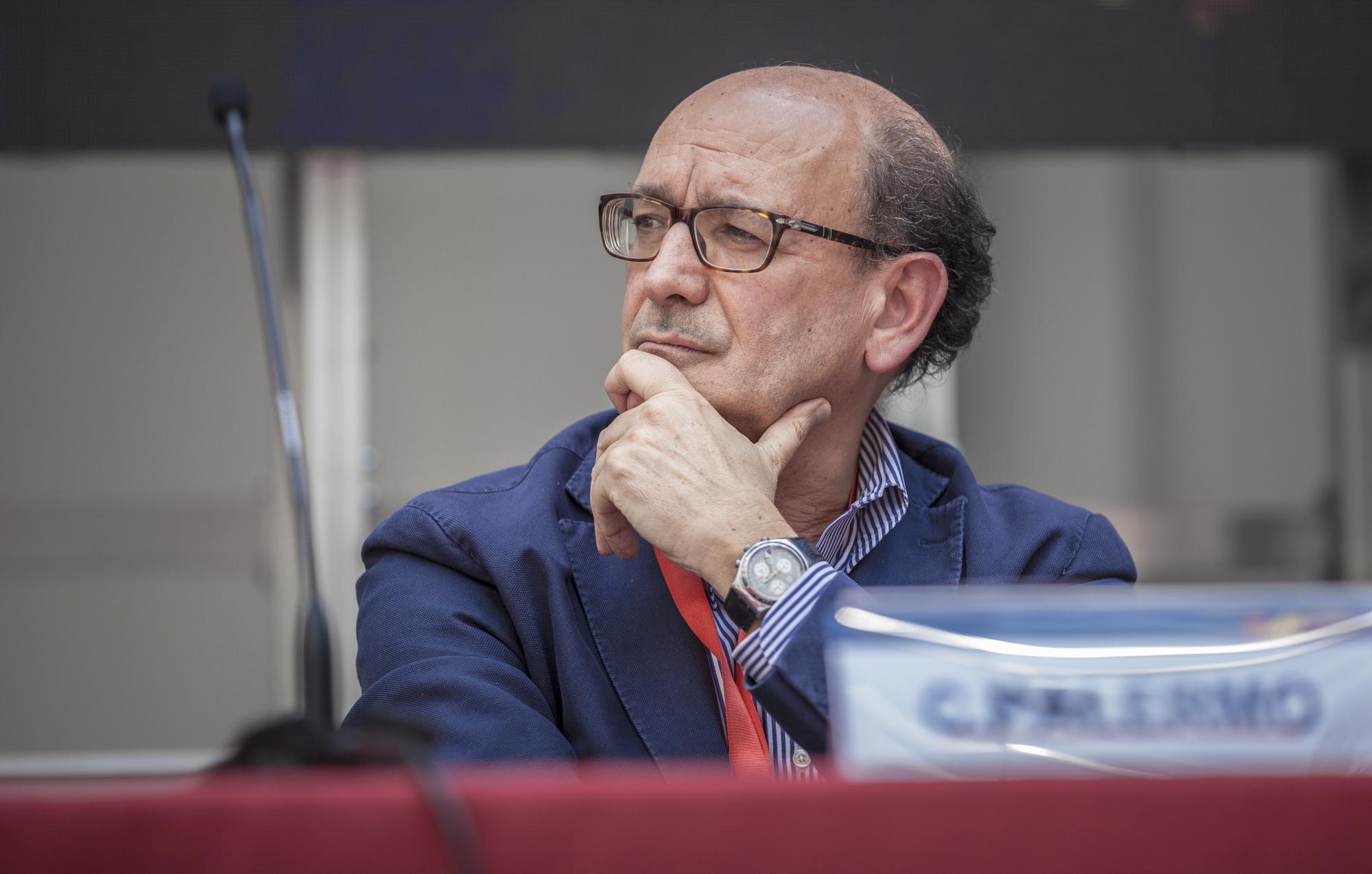 Carlo Palermo (segretario Anaao Assomed): «Grazie alle vaccinazioni, le terapie intensive sono meno piene e più gestibili»